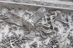 La scultura della parete di pietra che pilota il cigno cinese fiorisce il posto storico famoso Fotografia Stock