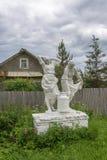 La scultura delle donne agricoltori, sopportante un barattolo di latte Immagine Stock Libera da Diritti
