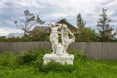 La scultura delle donne agricoltori, sopportante un barattolo di latte Fotografie Stock Libere da Diritti