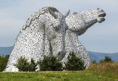 La scultura di Kelpies da Andy Scott nel parco dell'elica, Scozia, Regno Unito immagine stock libera da diritti