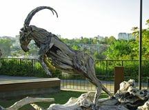 La scultura di legno della capra nel parco di Mermerli, Adalia Turchia Fotografie Stock Libere da Diritti