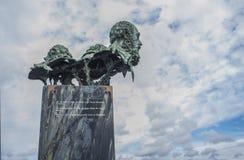 La scultura di tre poeti alla rotonda del ponte di autonomia Dalla SCU fotografia stock libera da diritti