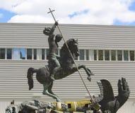 La scultura ha intitolato la buona malvagità di sconfitte presentata alle nazioni unite dall'Unione Sovietica nel 1990 a New York Fotografia Stock