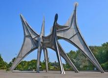 La scultura L ` Homme di Alexander Calder fotografia stock libera da diritti