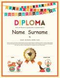 La scuola elementare prescolare scherza il fondo del certificato del diploma Fotografia Stock