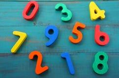 La scuola materna impara contare i numeri misti da uno a nove Fotografie Stock Libere da Diritti