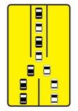 La señal de tráfico aconseja los coches para moverse uno por uno. Fotografía de archivo