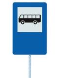 La señal de tráfico de la parada de autobús en los posts del polo, señalización del tráfico, azul aisló el espacio vacío en blanc foto de archivo libre de regalías