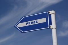 a la señal de tráfico de la paz Fotos de archivo