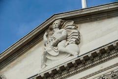 La señora de la escultura del frontón del banco, Banco de Inglaterra Foto de archivo