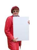 La señora en rojo sostiene un cartel vacío. Fotografía de archivo libre de regalías