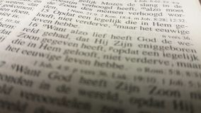 La sección Juan de la biblia 3:16 en la biblia holandesa Imagen de archivo libre de regalías