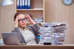 La Secrtaire Stressante Occupe De Femme Sous Leffort Dans Le