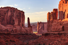 La section de Park Avenue arque le parc national Moab Utah Photographie stock libre de droits