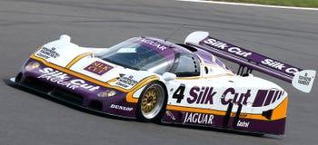 La seda cortó el coche de la resistencia de Jaguar XJR8, obra clásica 2014 de Silverstone Imagen de archivo libre de regalías