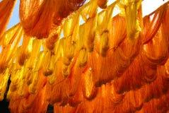 La seda del oro trenza la sequedad en un Souq marroquí Fotos de archivo libres de regalías