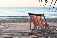 La sedia di spiaggia si rilassa la Tailandia Fotografia Stock