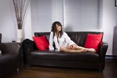 La seduta a casa si distende Fotografia Stock