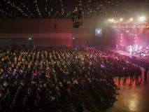 La seduta della gente gode di di concerto Immagine Stock Libera da Diritti
