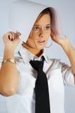 La segretaria con la cambiale si cela Fotografia Stock