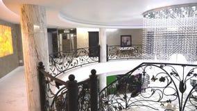 La segunda planta del pasillo de un hotel de cinco estrellas en Kranevo, Bulgaria metrajes