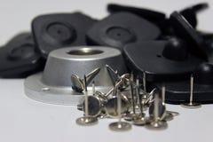 La seguridad de Cloting marca con etiqueta con los pernos en el fondo blanco aislado Foto de archivo libre de regalías