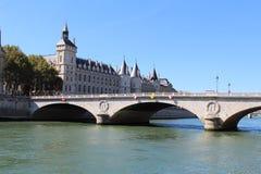 La Seine, changement d'Au de Pont et Conciergerie image libre de droits