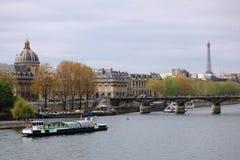 La Seine dans la ville de Paris, France images libres de droits