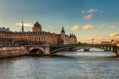 La Seine i Paris Arkivbilder