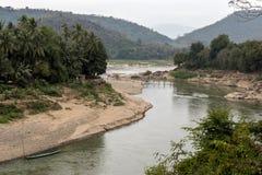 La selva del río Mekong con un puente de bambú imagen de archivo libre de regalías