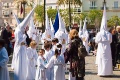 La Semana Santa Procession in Spanien, Andalusien, Cadiz Lizenzfreie Stockfotos