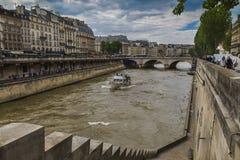La Senna ed il ponte del Saint Michel Immagini Stock