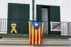 La Senyera Estelada is de vlag door verdedigers wordt gegolft die naar de onafhankelijkheid van Catalonië van Spanje streven dat royalty-vrije stock fotografie