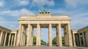 La sequenza di lasso di tempo di Hyperlapse della porta di Brandeburgo nell'esposizione di Berlin Germany Long tutti i gente, seg video d archivio