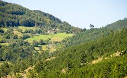La Serbia: La linea elettrica dalla Serbia nel Montenegro Fotografie Stock Libere da Diritti