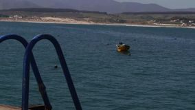 La serenità di una barca fermata stock footage
