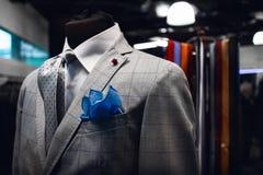 La serie dell'uomo di Elegand su un manichino in un negozio di vestito italiano fotografia stock libera da diritti