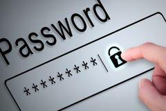La serratura del bottone della mano del primo piano protegge la parola d'ordine sullo schermo, si guarda dal soc Fotografia Stock