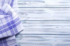 La serviette sur le fond en bois, se ferment  Photographie stock libre de droits