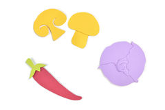 La seta, la pimienta de chile y el papel púrpura de la col cortaron en el fondo blanco Fotografía de archivo libre de regalías