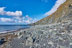 La seule plage noire non-volcanique de sable photographie stock libre de droits