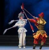 """La sexta agua del acto de la lanza- de plata desborda el  blanco de Opera""""Madame Snake†de la colina-Kunqu de oro Fotografía de archivo libre de regalías"""