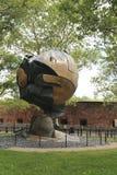 La sfera del World Trade Center ha danneggiato all'11 settembre nel parco di batteria Fotografia Stock Libera da Diritti
