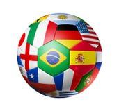La sfera di calcio di gioco del calcio con il mondo teams le bandierine Fotografia Stock Libera da Diritti