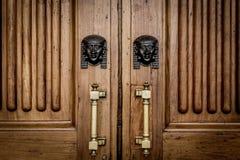 La Sfinge dirige l'entrata sulla porta di legno Immagine Stock Libera da Diritti