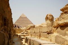 La Sfinge e le piramidi nell'Egitto, vista turistica Fotografia Stock