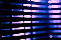 La sfuocatura blu astratta della citt? che accende l'abbagliamento digitale del chiarore della lente, ciechi accende il fondo fotografie stock libere da diritti