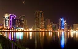 La Sharjah alla notte Immagini Stock Libere da Diritti
