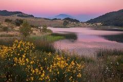 La Sicilia: Etna al tramonto immagini stock