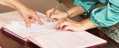 La signature de mariage Photos libres de droits